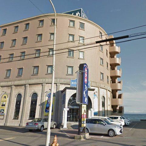 浜辺に建つホテルは函館の観光拠点に立地。