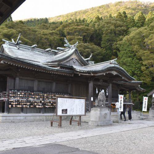 芸能人も観光スポットとして訪れる神社 函館八幡宮