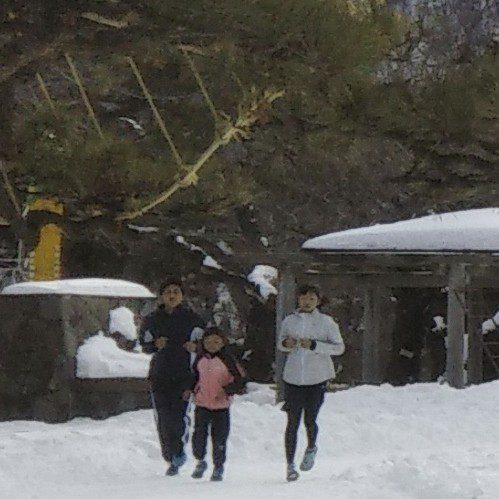 函館公園では元気な若者が切磋琢磨しております